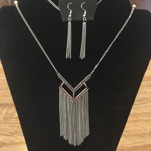Paparazzi Necklace With Matching Earrings 💕